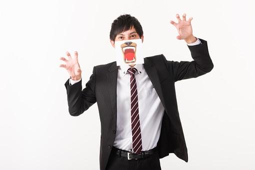 人 人間 人物 ポートレイト ポートレート 人物写真  男 男性 青年  短髪 ショートヘア 黒髪  スーツ 黒スーツ ブラックスーツ シングルブレスト  ジャケット 上着  白シャツ シャツ ネクタイ  白背景 白バック ホワイトバック  上半身  隠す 顔を隠す イラスト  肘を曲げる  顔 表情 仮面 お面 ビジネスマン 口  サラリーマン 会社員 手を開く 手のひら 熊 動物 食べる 威嚇 目力 脅かす 噛みつく 野獣 日本人  mdjm005