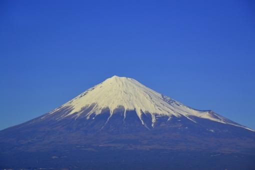 富士 富士山 山 日本 静岡 静岡県 青 フジ 空 青空 大空 澄み切った はっきり 青い あおい 晴れ 晴れ空 冬 1月 積雪 素材 バックグラウンド バックグランド 自然 観光 観光地 白 年賀 年賀状 世界遺産