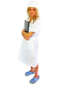 人物 女性 外国人 外国人女性 スペイン人 スペイン人女性 金髪 金髪女性 白人 白人女性 欧米人 看護師 ナース 看護婦 病院 医療 若い ポートレート 仕事 働く 病院 白衣 診察室 医院 医療事務 福祉 白バック 白背景 施術 看護 カルテ ファイル mdff022