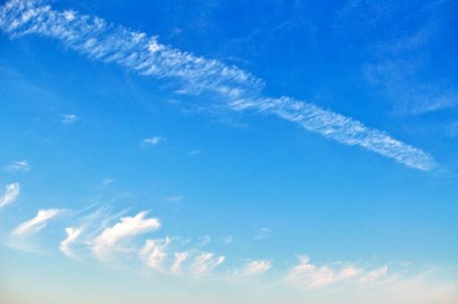 背景 背景画像 背景素材 バック バックグラウンド 壁紙 テクスチャ グラデーション 空 青空 大空 雲 爽やか 快晴 晴れ 好天 青 background texture gradation wallpaper sky cloud スカイ お天気 太陽光 uvカット 紫外線 空気 お出かけ日和 行楽日和 水色 おだやか 白い雲 平和 暖かい 日差し 天日干し 布団を干す 見上げる 清々しい 晴れ渡る ポカポカ陽気 ぽかぽか陽気 初夏 小春日和 屋外 野外 昼下がり 上空 洗濯日和 白 広角 爽快 積乱雲
