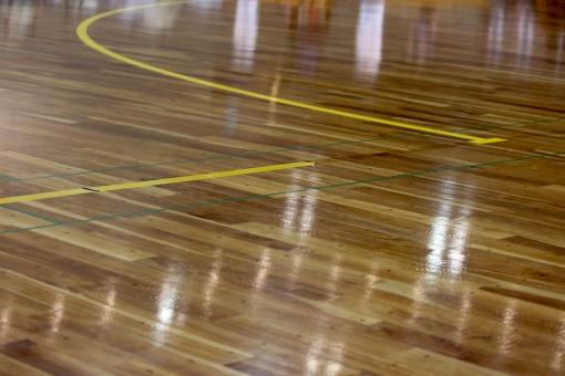 体育館 床 ライン 床板 光る床 バスケットボール 部活 部活動 合板 青春 汗 壁紙 背景 ワックス ワックスがけ バレーボール 運動靴 スポーツシューズ 飲食厳禁 反射