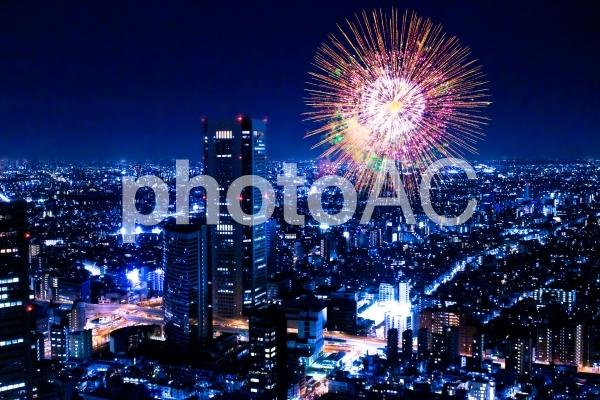 東京夜景と打ち上げ花火1の写真