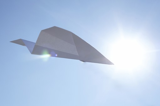 紙飛行機青空
