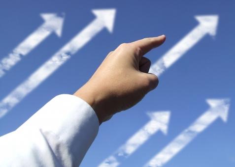 手 指 矢印 ハンドサイン 上昇 上昇志向 上向き 好景気 好況 好成績 ハンドサイン 右肩上がり 一番 ナンバーワン 拡大 勢い 元気 進歩 進化 商売繁盛 発展 経済発展 成績上昇 人気 向上 成績向上 向上心 昇進 スピード昇進 繁盛