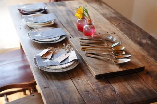 ダイニングテーブル 食卓 机 カトラリー フォーク スプーン まな板 食器 クロッカス テーブルウエア 食事会 料理準備 女子会 女子会準備 ホームパーティー インテリア