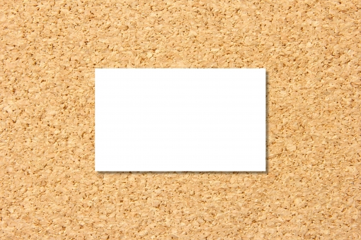 名刺 カード 名刺カード 白い紙 ペーパー ボード コルク 素材 背景 背景素材 ビジネス ホワイトスペース 余白 メッセージ コピースペース 伝言 メモ めも 用紙 紙 コルクボード 板 下地 台紙 テキスト 文字 コピー コメント お知らせ 伝言板