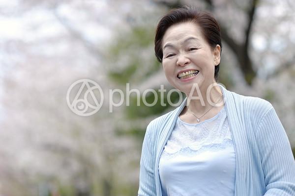 笑顔のシニア女性2の写真