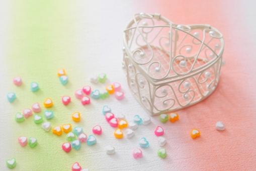 ビーズ 手芸 小物入れ パール ハート 白 ピンク 水色 布 バレンタイン 春 2月 二月 小物 雑貨 ちりめん 和 テーブルフォト