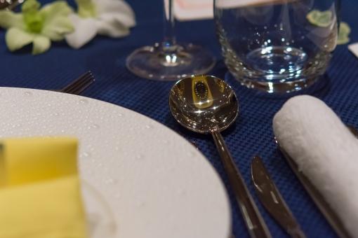 スプーン テーブルクロス 食事 食器 ご飯 皿 おしぼり グラス 洋風 コース 結婚式 ナイフ