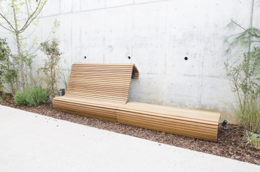 ログロード 代官山 商業施設 ベンチ 新名所 東横線 壁 植物 木造 遊歩道 散歩 都会 渋谷区 東京 無人 野外 新しい