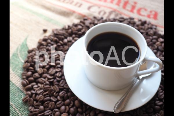 カップとコーヒー豆09の写真
