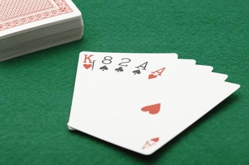ポーカー トランプ カード カードゲーム ワンペア ギャンブル ルール 賭け 賭博 ゲーム レクリエーション 運 幸運 不運 勝ち 負け カジノ 金 お金 賭け事 娯楽
