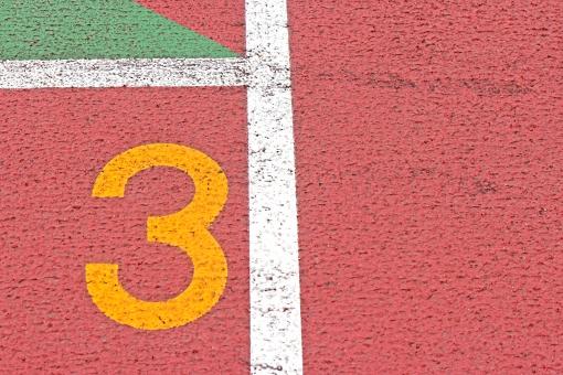 陸上競技場 陸上 3コース 数字 競争 走る トラック レーン コース レンガ色 全天候型 全天候型トラック ライン 汗 青春 部活動 大会 記録 スタート 中体連 高体連 インカレ インターカレッジ オリンピック