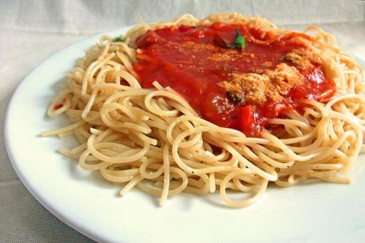 パスタ pasta スパゲティー スパゲッティ 麺 麺類 めん類 夏野菜 パスタソース トマトソース 洋食 西洋料理 イタリア料理 イタリアン イタ飯 加工食品 食べ物 食品 食材 料理 調理 gourmet グルメ 食事 食卓 食事の風景 食卓の風景 食器 食料品 食糧