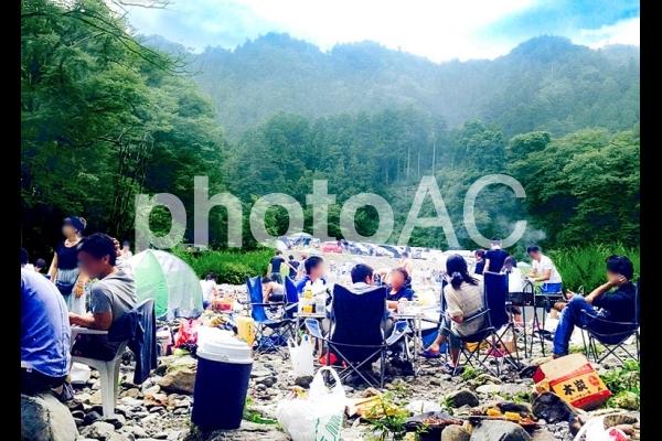 河川敷でキャンプの写真