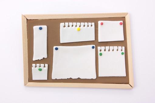 アート 芸術 もの 作品 無機物 美術 手作り クレイアート 粘土 やさしい かわいい つくる 細かい イメージ ビジネス 会社 コルクボード 紙 資料 告知 内示 発表 プレゼン 企画 書記