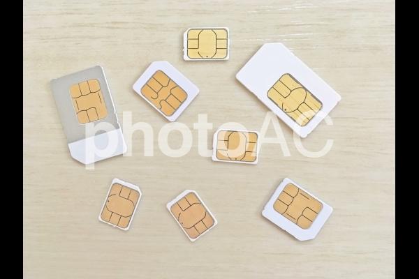 SIMカード散りばめ(標準SIM・Micro Sim・nano SIM)の写真