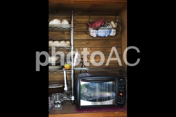 木造家屋の食器棚の写真