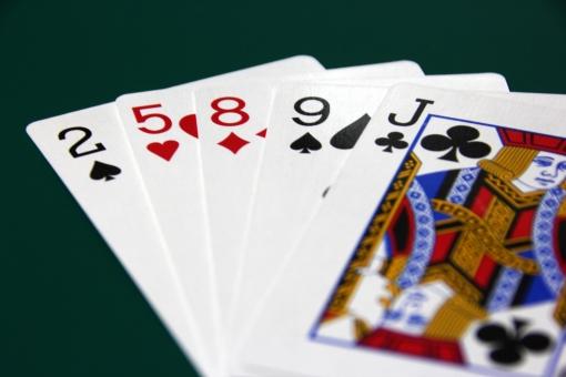 トランプ とらんぷ カード カードゲーム ゲーム ポーカー ぶた 豚 ノーペア のーぺあ 負け 勝てない 5枚 5枚 揃わない 揃わず ダメ だめ まけ 敗北 負け組み 負組 負け組 勝負 勝負にならない 勝負できない 勝ち目なし ペケ NG ×