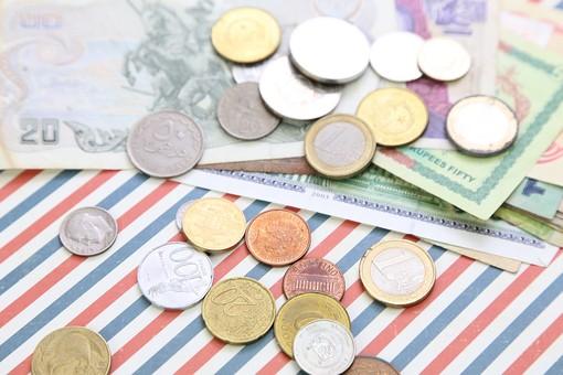 お金 現金 紙幣 コイン お札 マネー 貨幣 外貨 海外紙幣 通貨 為替 流通 ビジネス 金融 経済 ヨーロッパ 国際 国際交流 情勢 国際情勢 金利 外貨取引 旅行 海外 ユーロ 日本円