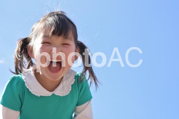 青空と女の子の写真