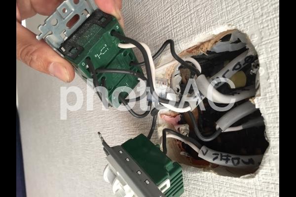 電気工事 スイッチ接続 の写真