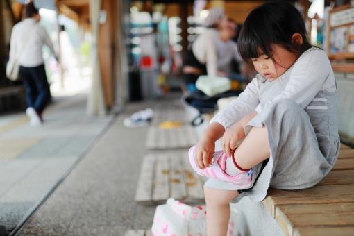 靴を履く女の子1の写真