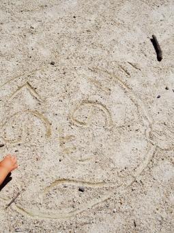へのへの へのへのもへじ 文字 砂文字 砂 地面 落書き らくがき 絵 子ども henoheno sign graffiti scrabble scribble kid child sand 公園 park