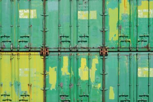 コンテナ コンテナターミナル コンテナヤード ビジネス 輸出 輸入 荷物 貨物 輸送 運輸 物流 流通 運搬 産業 貿易 港 埠頭 船荷 積荷 鉄 スチール 積む 運ぶ 金属 アップ イメージ 背景 バックグラウンド 質感 テクスチャ テクスチャー 素材 一面 全面 日本 古い 錆び 錆 サビ 塗料 塗装 汚れ 汚れた 汚い ダメージ 老朽 老朽化 野ざらし 緑色 黄色 背景素材 背景イメージ