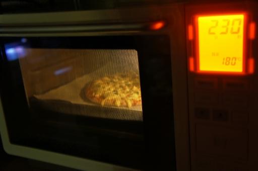 手作りピザ ピザ 手作り 家庭料理 ホームパーティー パーティー 食事 食卓 オーブン トースター オーブントースター 調理 電子レンジ レンジ キッチン 家電 クッキング cook