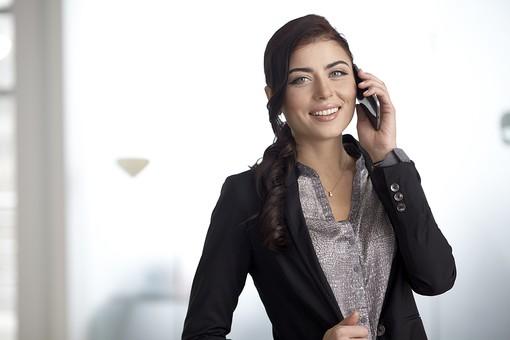 外国人 仕事 Job 働く サラリーマン 就労 労働 勤労 勤務 ビジネス 業務 お仕事 会社 オフィス 事務所 通勤 30代 40代 ビジネスマン 女性 女 Woman 話す 会話 キャリアウーマン 携帯 ケータイ スマホ 通話 電話 会話 mdff077