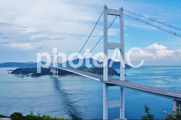 しまなみ海道の橋と海の写真