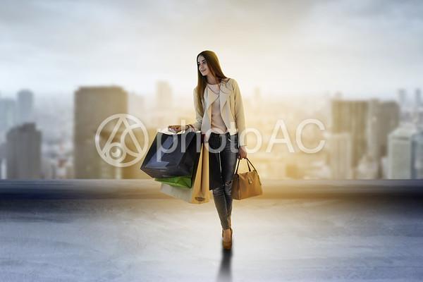 ショッピングをする女性1の写真