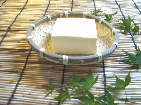 豆腐 とうふ ひややっこ 冷ややっこ 冷や奴 冷奴 ざる ざる豆腐 夏 大豆 豆 大豆製品 ヘルシー ダイエット 美容 健康 栄養 日本食 食べもの たんぱく質 タンパク質 蛋白質 イソフラボン ローカット カロリー すだれ よしず 涼しげ すずしげ