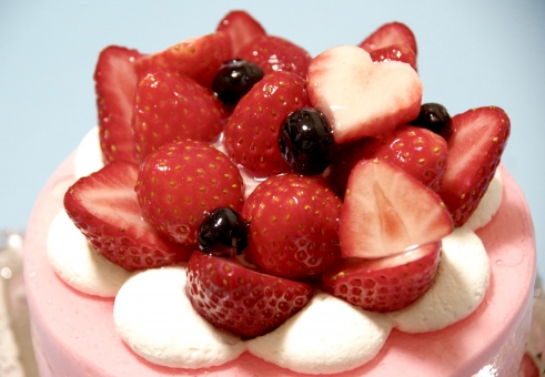ストロベリー strawberry いちご イチゴ 苺 ケーキ cake クリーム cream ブルーベリー blueberry ホール ショート ハート デコレーション デコレート 飾り お祝い 誕生日 記念日 anniversary バースデー アニバーサリー birthday ろうそく バレンタイン Valentine 丸 美味しい 甘い