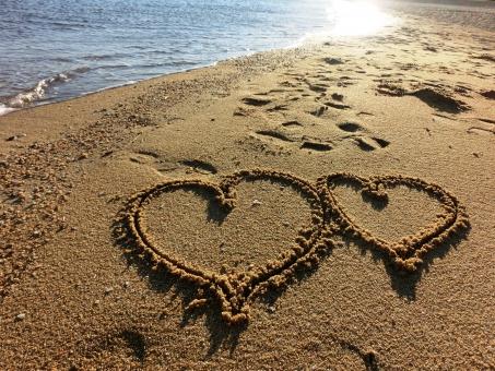 ハート バレンタインデー バレンタイン だいすき 大好き すき 好き 愛 愛してます 波 海 海辺 浜辺 昼下がり 午後 彼氏 彼 彼女 カップル 夫婦 デート 太陽 反射 縁 ホワイトデー ウェディング チョコ 結婚 ジュンブライド