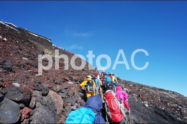 富士登山と青空の写真