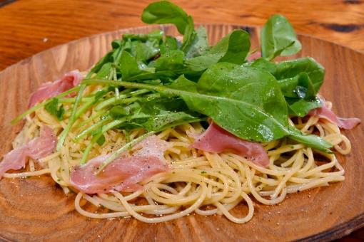 パスタ スパゲティ スパゲッティ スパゲッティー ペペロンチーノ 麺 イタリアン ルッコラ 生ハム ハム 生ハムのパスタ