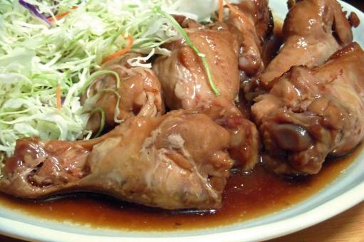 鶏 鶏肉 にわとり ニワトリ チキン 手羽もと 手羽元 肉 肉類 ミート キャベツ キャベツの千切り 野菜 ベジタブル 肉野菜 食べ物 食品 料理 調理 グルメ 食 食事 食卓 食糧 食料品 皿 食器 食事の風景 食卓の風景 風景