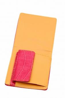 財布 お財布 さいふ サイフ レザー 革 カラフル 黄色 赤 雑貨 小物 アップ クローズアップ 二つ折り 折り目 折る 革製品 皮 白 背景 白背景 白バック スタジオ撮影 二つ 2つ お金 現金 札 お札 札入れ 紙幣 小銭入れ カード カード入れ クレジットカード 余白 質感 テクスチャ 無人 新しい 閉じた 閉じる 赤色