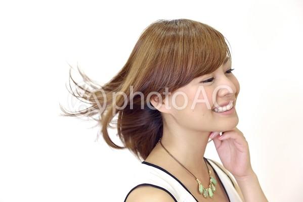 髪がなびく女性15の写真
