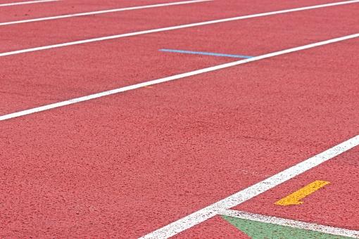 陸上競技場 陸上 競争 走る トラック レーン レンガ色 全天候型 全天候型トラック ライン 汗 青春 部活動 大会 記録 スタート 中体連 高体連 インカレ インターカレッジ オリンピック
