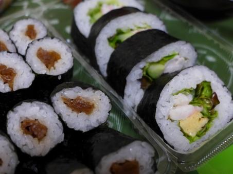 巻物 海苔巻き かんぴょう巻き サラダ巻き japan makimono seafood japanesefood ごはん 太巻き ふとまき 料理 和食 フード できあい 出来合い 食事 スシ 寿司 すし のり 海苔 サラダ 野菜 やさい 米 酢飯
