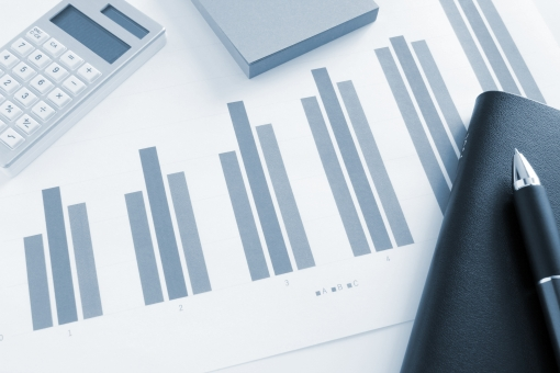 会議 資料 ビジネス ビジネス 打ち合わせ ミーティング ミーティング グラフ資料 プレゼン資料 プレゼンテーション 提案資料 統計データ 統計資料 集計データ 図式 図形 ビジュアル 営業実績 販売実績 売上 推移 経営 企画会議 手帳 スケジュール帳 計算機 売上金額 決算 月次報告 報告書 市場動向 他社競合 ライバル企業 会社 素材 背景 イメージ 背景素材 用紙 書類 戦略会議 見通し 事業 ウェブ web blog ホームページ 業務 営業企画 営業戦略