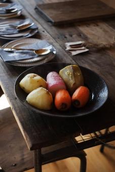 温野菜 蒸し野菜 スチーム 野菜 根菜 大根 だいこん ダイコン さつまいも サツマイモ にんじん ニンジン 人参 調理 料理 クッキング じゃがいも ジャガイモ 机 ダイニングテーブル