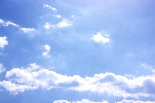 青空 空 大空 雲 綿雲 わた雲 夏空 自然 風景 晴れ 晴天 天気 爽やか 白い雲  白色 青 青色 ブルー 素材 背景 背景素材 バッググラウンド