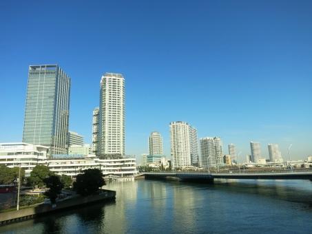 よこはま ヨコハマ ベイクォーター 海 神奈川 高層ビル タワー ビル 高層 かもめ 歩道橋 ウォーク bay 16 そごう 空 横 ヨコ 青 晴 都会 都市 橋 サイド みなとみらい 横浜