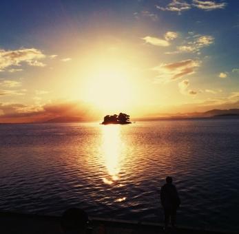 宍道湖 湖 自然 風景 夕陽 夕日 景色 海 夕焼け 空 夕空 シルエット 島根県 太陽 神秘 湖面 海面 反射