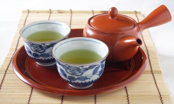 緑茶 煎茶 green tea 日本茶 日本 和 急須 茶碗 茶器 湯のみ 湯呑み 煎茶道 お茶 茶 飲み物 食後 一服 一休み 冬 茶色 液体 和風 古風 小物 teapot 陶磁器 横手 コップ cup japan