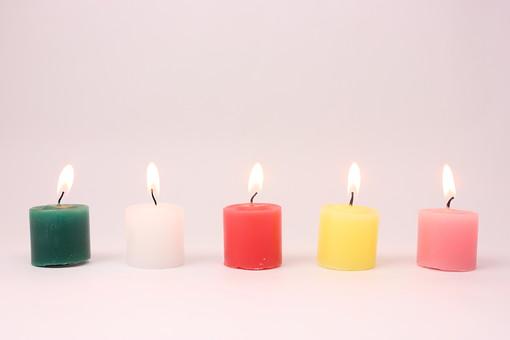 クリスマス クリスマスイメージ イベント 行事 ろうそく ロウソク キャンドル カラフル 火 灯り 明かり 灯火 灯す 温かみ